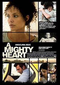 Постер к фильму Её сердце / A Mighty Heart на сайте можно посмотреть фильм онлайн 2007 года
