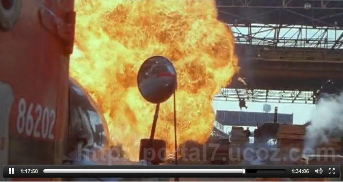 Кадры из комедии Бриллиантовый полицейский (1999)- Мартин Лоуренс, специально становиться полицейский чтобы вернуть дорогой бриллиант. Едет на стрелку с наркоторговцами..
